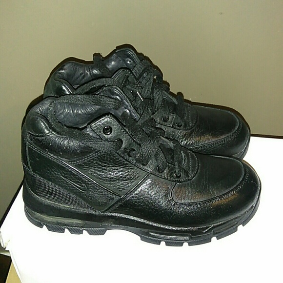 low priced 4a9c1 42ac2 Nike ACG Boots size 2Y in good condition. M 5a33c1a684b5ce1cfa001c19